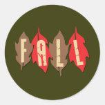 Caída en las hojas pegatinas redondas