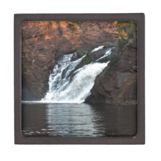 Caída hermosa del agua cajas de recuerdo de calidad