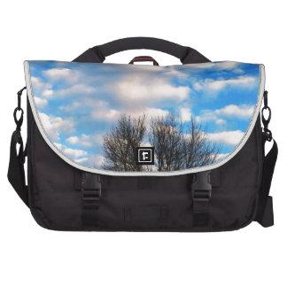 Caída hermosa del cielo azul por amor curativo bolsas para portatil