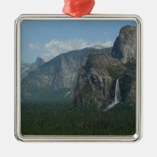 Caídas de Bridalveil y media bóveda en Yosemite Adorno Navideño Cuadrado De Metal
