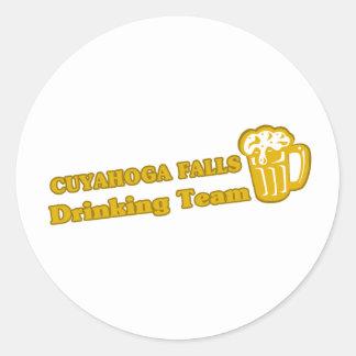 Caídas de Cuyahoga que beben las camisetas del equ Pegatinas Redondas