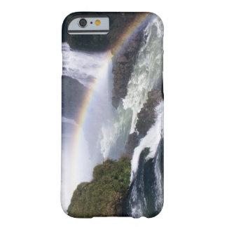 Caídas de Iguassu, estado de Paraná, el Brasil. Funda De iPhone 6 Barely There
