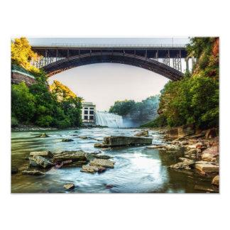 Caídas debajo del puente fotografía