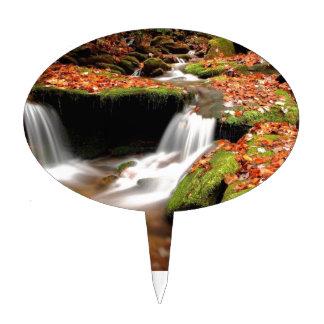 Caídas del agua del otoño decoraciones para tartas