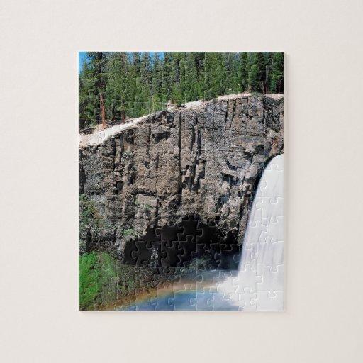 Caídas del arco iris de la cascada rompecabezas con fotos