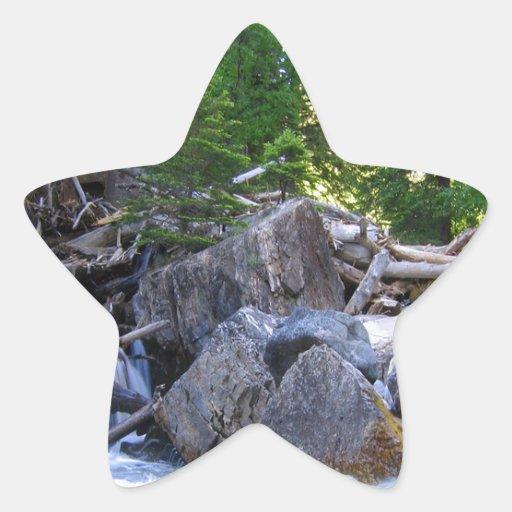 Caídas del río de la montaña del agua pegatina en forma de estrella