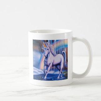 Caídas del unicornio taza básica blanca