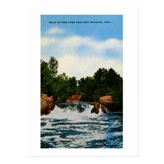 Caídas en el río de Pike cerca de la montaña del Postales