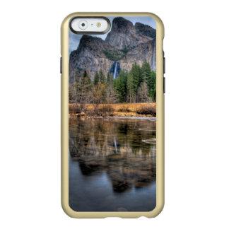 Caídas escénicas de Yosemite Funda Para iPhone 6 Plus Incipio Feather Shine