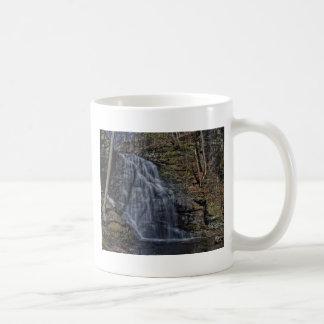 Caídas nupciales del velo taza de café