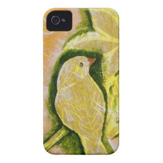 Caja amarilla de la zarzamora del pájaro iPhone 4 carcasa