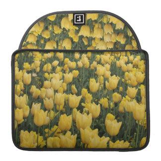 Caja amarilla de Macbook del tulipán Funda Para Macbooks