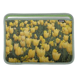 Caja amarilla del tulipán funda para macbook air
