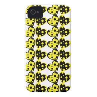 Caja amarilla y negra del iPhone 4 de los corazone iPhone 4 Case-Mate Funda