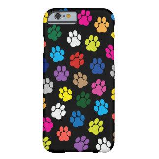 Caja colorida del iPhone 6 de las patas del perro Funda De iPhone 6 Barely There