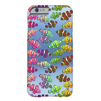 Caja colorida del iPhone de los pescados de Funda De iPhone 6 Barely There