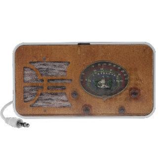 Caja de madera con la cara de la radio del vintage iPhone altavoces