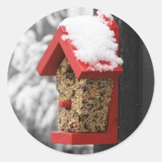 Caja de pájaro roja pegatinas redondas
