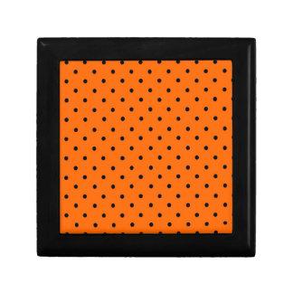 Caja de regalo anaranjada del punto de Halloween