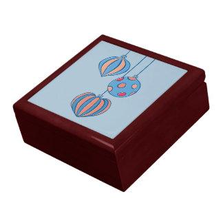 Caja de regalo azul de las bolas retras del navida