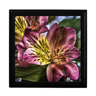 Caja de regalo de madera de la flor del lirio peru