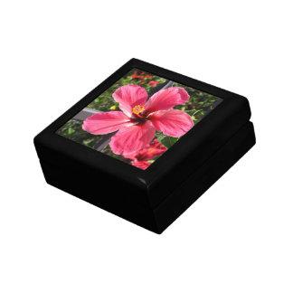 Caja de regalo hawaiana roja del hibisco joyero cuadrado pequeño