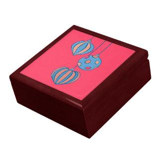 Caja de regalo roja de las bolas retras del navida