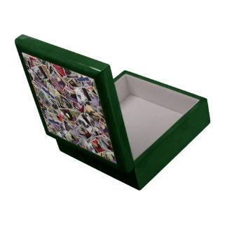 Caja de regalo verde del collage del barro amasado