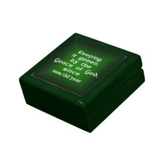 Caja del medallón que lo guarda www.sobercards.com cajas de regalo