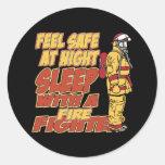 Caja fuerte de la sensación, sueño con un bombero etiquetas redondas
