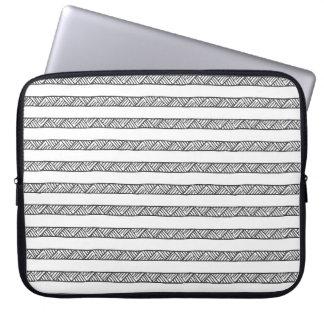 Caja geométrica blanco y negro del ordenador manga portátil