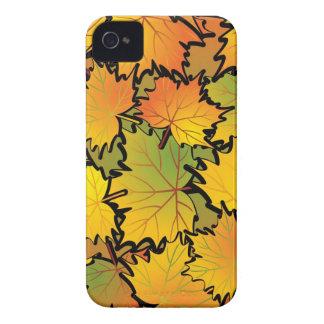 Caja intrépida de Blackberry de las hojas de arce Funda Para iPhone 4
