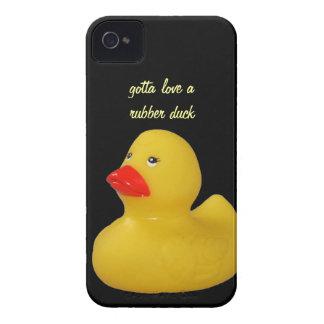 Caja intrépida del pato del amarillo de la zarzamo iPhone 4 Case-Mate protectores