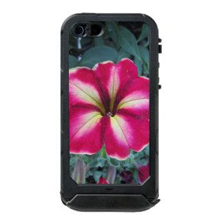 Caja púrpura del ATLAS del iPhone de la petunia Carcasa De Iphone 5 Incipio Atlas Id