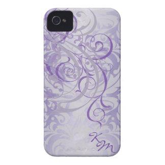 Caja púrpura rococó de Barely There del monograma  iPhone 4 Funda