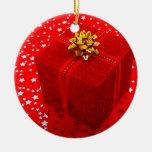 Caja roja del regalo de Navidad Adorno Redondo De Cerámica