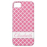 Caja rosada y blanca del monograma de Quatrefoil iPhone 5 Funda