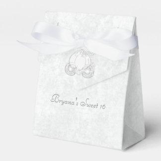 Cajas blancas del favor de fiesta del carro de cajas para detalles de boda