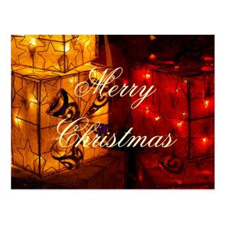 Cajas de regalo del navidad con las luces postal