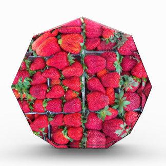Cajas llenadas de las fresas rojas