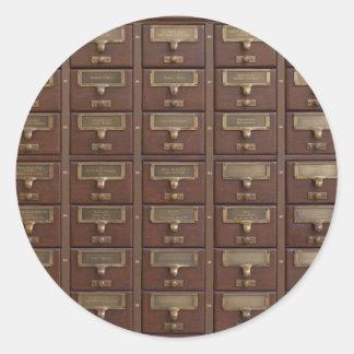 Cajones de catálogo de fichas de la biblioteca del pegatina redonda