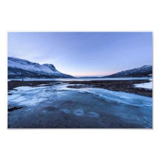 Cala congelada en la orilla del fiordo de Narvik Impresiones Fotograficas