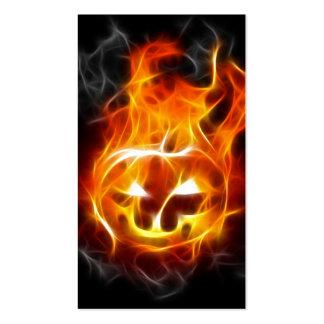 Calabaza de Halloween en el fuego Tarjetas De Visita