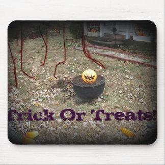 calabaza de Halloween en la ilustración negra Alfombrillas De Ratón
