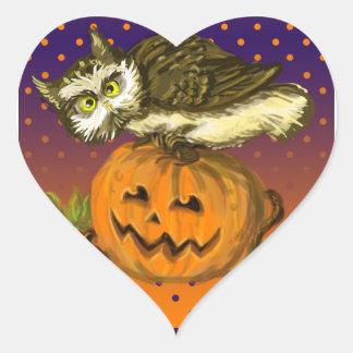 Calabaza fantasmagórica de Halloween del búho Pegatina En Forma De Corazón
