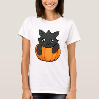 Calabaza linda del gato negro que dibuja la camisa