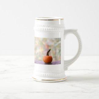 Calabaza miniatura con la foto de colores de la ca tazas