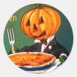 Calabaza retra de Halloween del kitsch del vintage Etiquetas Redondas
