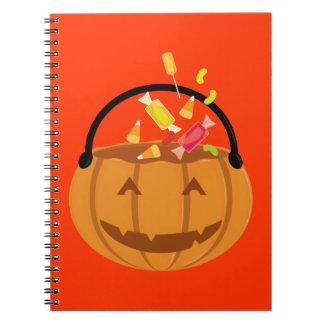 Calabaza sonriente de Halloween que llena del Libros De Apuntes