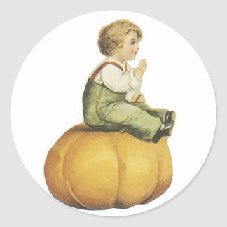 Calabaza y muchacho pasados de moda de Halloween Pegatina Redonda